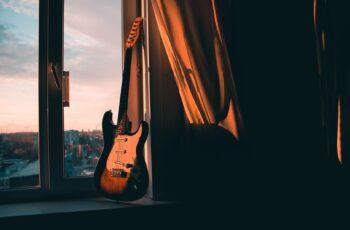 É possível aprender guitarra sozinho e do zero?