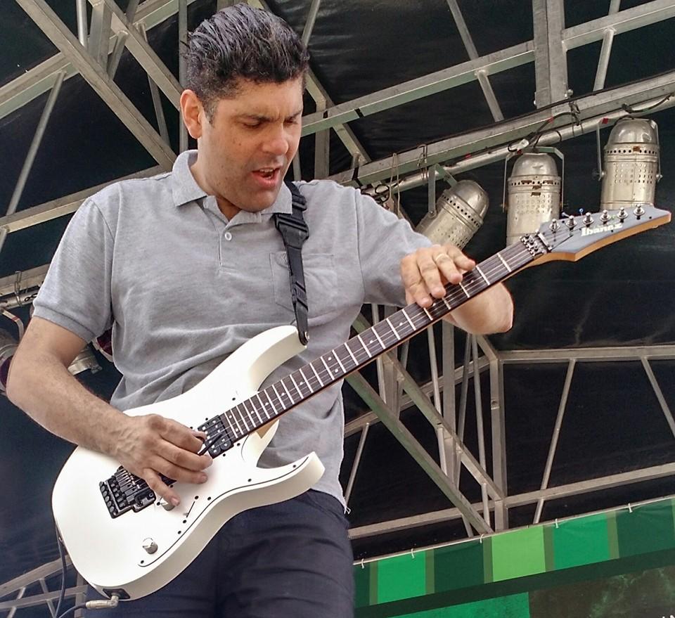 professor Max Souza, do curso Guitarra Agora