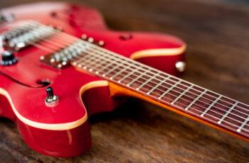 Descubra os 10 principais benefícios de ser guitarrista