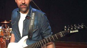 guitarrista e professor Max Souza