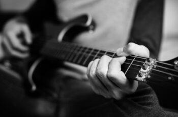 Tocando guitarra: trabalhe com o que você mais ama